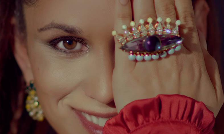 Antonia vuelve a Huércal un día después de aparecer su segundo disco: 'Mi momento'