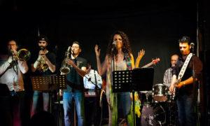 Feeling Five Band @ Pub La Cueva, C/ Canónigo Molina Alonso, 23, | Almería | Andalucía | España